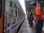 penghormatan-kepada-penumpang-kereta-api_20180611_234818.jpg