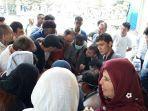 pengungsi-saat-mengantre-untuk-mendapatkan-pelayanan-kesehatan.jpg