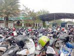 pengunjung-mal-kelapa-gading-menjadikan-masjid-raya-al-musyawarah-sebagai-tempat-parkir-alternatif_20180213_162402.jpg