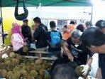 pengunjung-serbu-durian.jpg