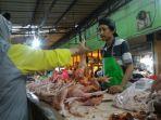 penjual-ayam-pasar-rawa-badak.jpg