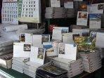 penjual-kalender-di-pasar-pagi.jpg