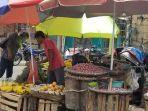 penjual-komoditi-di-pasar-anyar-selasa-642021.jpg