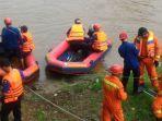 perahu-karet-cari-evakuasi.jpg