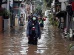 permukiman-warga-rw-04-kelurahan-cipinang-melayu-banjir-kali-sunter.jpg