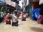 permukiman-warga-rw-07-bidara-cina-yang-terdampak-banjir-luapan-kali.jpg
