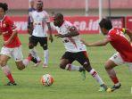 persija-jakarta-vs-persipura-jayapura-indonesian-soccer-championship-a.jpg