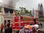 personel-sudin-pkp-jakarta-timur-saat-memadamkan-api-2992019.jpg
