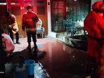 petugas-damkar-berhasil-memadamkan-api-dari-dapur-di-kawasan-cipete-selatan.jpg