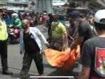 petugas-evakuasi-jasad-pria-yang-tertabrak-kereta-di-tambora.jpg