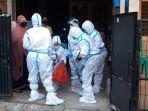 petugas-evakuasi-pasien-covid-19-di-bekasi.jpg