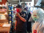 petugas-medis-puskesmas-kecamatan-duren-sawit-saat-rapid-test-pedagang.jpg