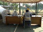 petugas-sensus-penduduk-menjalani-rapid-test-di-lapangan-kantor-kecamatan-kebayoran-lama-3.jpg