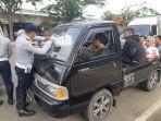 petugas-sudinhub-jakarta-barat-menilang-kendaraan-pick-up.jpg