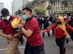 pihak-kepolisian-mengamankan-buruh-di-dekat-istana-negara-3.jpg