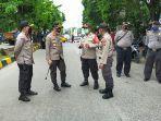 pihak-kepolisian-metro-jakarta-timur-dan-polsek-cakung-selasa-20102020.jpg
