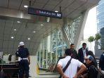 pintu-masuk-stasiun-dukuh-atas-bni-dipenuhi-petugas-kemanan-dan-staf-mrt.jpg