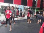 piranha-stunt-indonesia-ancang-ancang-untuk-menendang.jpg