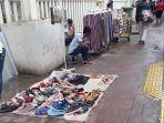 pkl-masih-berjualan-di-trotoar-pasar-tanah-abang.jpg