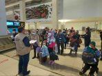 pmi-di-bandara-soekarno-hatta-jumat-2852021.jpg
