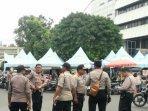 polisi-berjaga-jaga-di-kawasan-masjid-sunda-kelapa-jaka.jpg