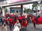 polisi-berkuda-di-festival-cap-go-meh_20180304_165341.jpg