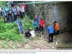 polisi-bersama-relawan-mengevakuasi-jasad-siswa-sd-kelas-4-yang-ditemukan-dibawah-jembatan.jpg