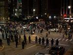 polisi-detroit-terlihat-memakai-perlengkapan-lengkap-anti-huru-hara-di-randolph-and-congres.jpg
