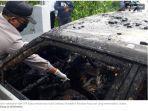 polisi-melakukan-olah-tkp-kasus-terbakarnya-mobil-daihatsu-charade.jpg