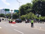 polisi-melakukan-pengamanan-di-sekitar-gedung-dpr-di-jalan-gerbang-pemuda.jpg