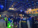 polisi-melakukan-razia-di-sejumlah-tempat-hiburan-malam-di-kota-bekasi-minggu-13122020.jpg