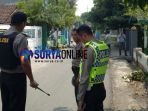 polisi-mengamankan-desa-pogar-kecamatan-bangil-kabupaten-pasuruan_20180705_142708.jpg
