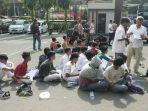polisi-mengamankan-puluhan-pelajar-yang-hendak-berdemo-ke-gedung-dpr-ri.jpg