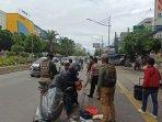 polisi-menyekat-perbatasan-di-jalan-gunung-sahari.jpg
