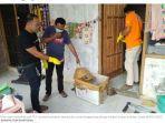 polisi-saat-melakukan-olah-tkp-di-rumah-kontrakan-muslim.jpg