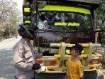 polisi-tilang-bocah-pengendara-truk.jpg