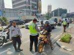 polisi-tindak-pelanggar-masuk-jalur-sepeda.jpg