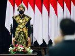 presiden-joko-widodo-mengenakan-pakaian-adat-khas-ntt.jpg