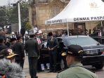 presiden-joko-widodo-tiba-di-tmp-kalibata-jakarta-kamis-1292019.jpg
