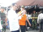 presiden-jokowi-diapit-menhub-dan-kabasarnas_20181102_163649.jpg