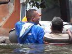 proses-evakuasi-warga-kelurahankecamatan-makasar-korban-banjir.jpg