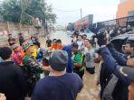proses-evakuasi-warga-korban-banjir-di-perumahan-pgp-bekasi.jpg