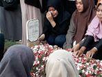 proses-pemakaman-umayah-ulfa.jpg