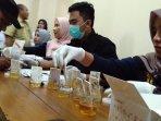 proses-tes-urine-di-dinas-lingkungan-hidup.jpg