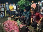 prosesi-pemakaman-chacha-sherly-di-tpu-aspol-wage-1.jpg