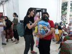 puluhan-relawan-abang-none-dki-jakarta-di-pengungsian.jpg
