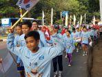 puluhan-siswa-sdn-dukuh-01-siap-menyambut-pembawa-obor-asian-games_20180815_085154.jpg