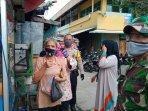 ratusan-masker-kain-dibagikan-kepada-warga-di-area-pasar-lontar-dan-pasar-koja-baru-koja.jpg