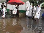 ratusan-murid-madrasah-ibtidaiyah-mi-nurul-falah-serpong-tangsel-basahan.jpg