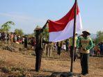 ratusan-petani-upacara-bendera-di-tengah-hutan.jpg